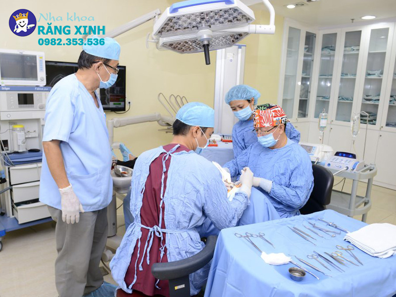 Phòng khám nha khoa Răng Xinh với đội ngũ tay nghề cao cùng nhiều năm kinh nghiệm trong lĩnh vực thẩm mỹ.